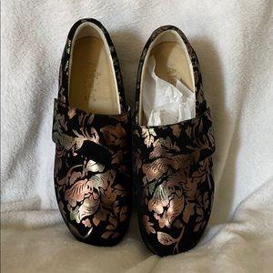 Women's size 10.5 Algeria shoe Lauryn
